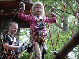 Kind + Erwachsener im Kletterwald München