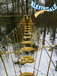 Über das Bayernelement geht es hoch hinaus im Kletterwald München