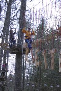 Anna ín Aktion im Kletterwald München