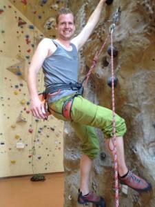 Kletterwald München Teammitglied Peter beim Klettern