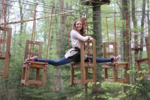 Kletterwald München Teammitglied Sabrina Spagat im ersten Parcours