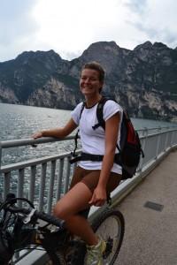 Kletterwald Muenchen Teammitglied Sarah mit dem Radel unterwegs