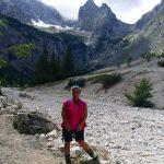 kletterwald-muenchen-teammitglied-britt-am-berg-unterwegs